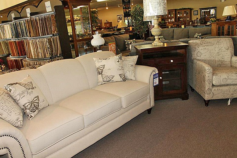 1011058 678906275456998 1313111125 n - Sofas & Recliners